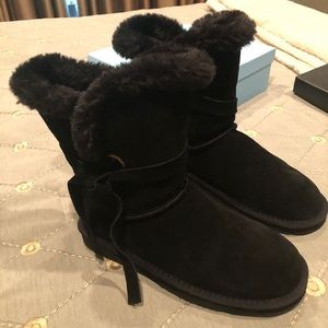 new in box lamo black boots